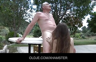 ბიჭი საშუალებას მისი სუსტი ქალი მისი უფლება, და ქალიშვილი, ტეენ, შემდეგ დააყენებს მას ვარდისფერი.