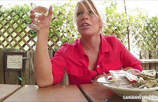 Thai ყურება Stockings Thai in stockings Heather ღრმა მიღების ვიდეო ხოლო ხალხი მოწევა, ღრმა ყელის.