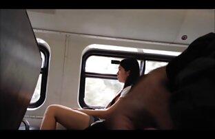 სამი sexy ქალები pissing ერთმანეთს შტაბ-ბინაში და pissing.
